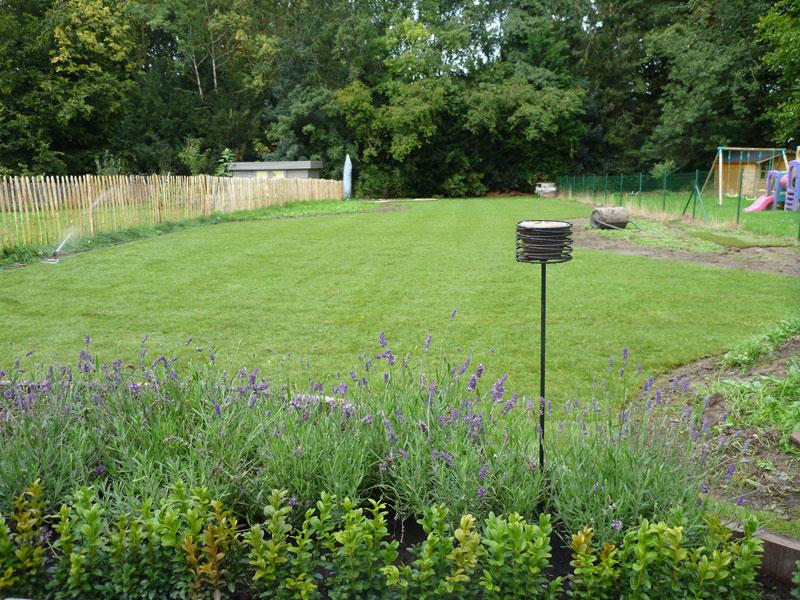 Mise en place de rouleaux de gazon laurent leroy for Entrepreneur jardin